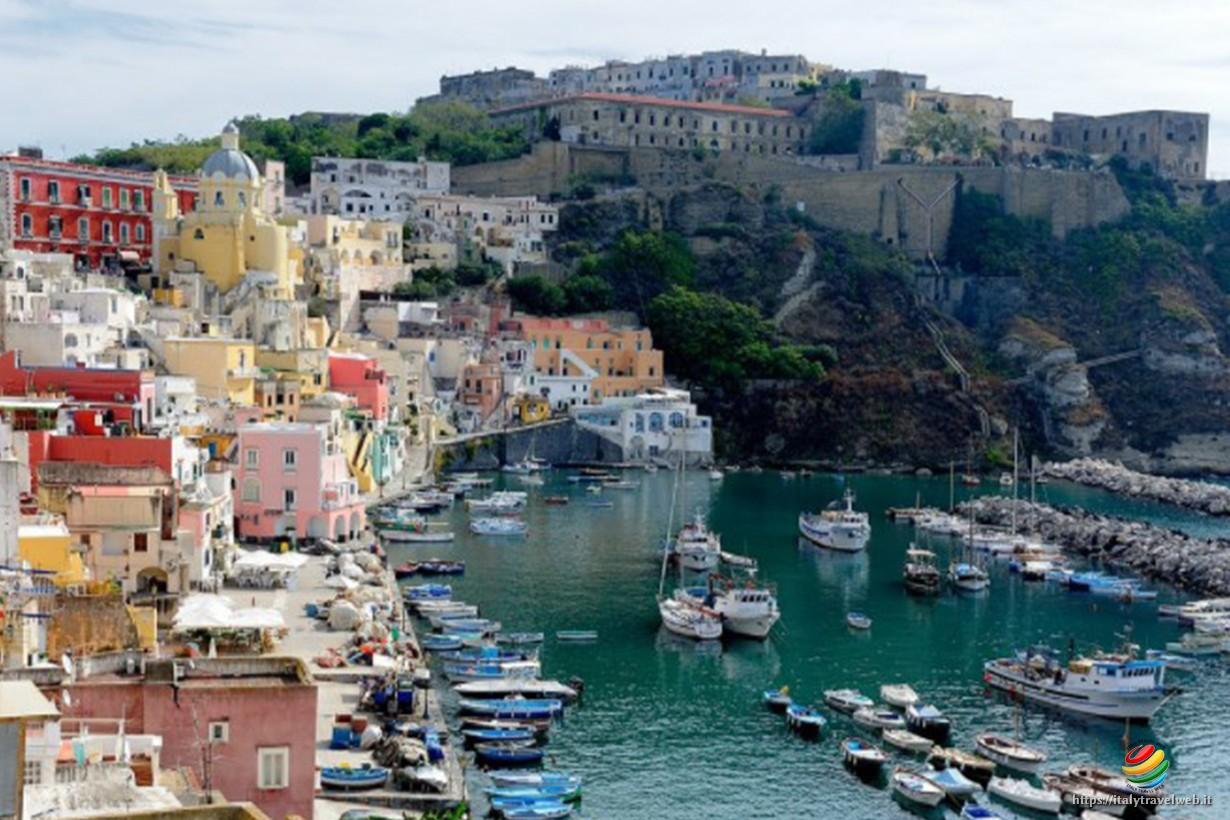 Procida - Golfo delle Sirene - L\'isola del Postino di Troisi ~ Italy ...